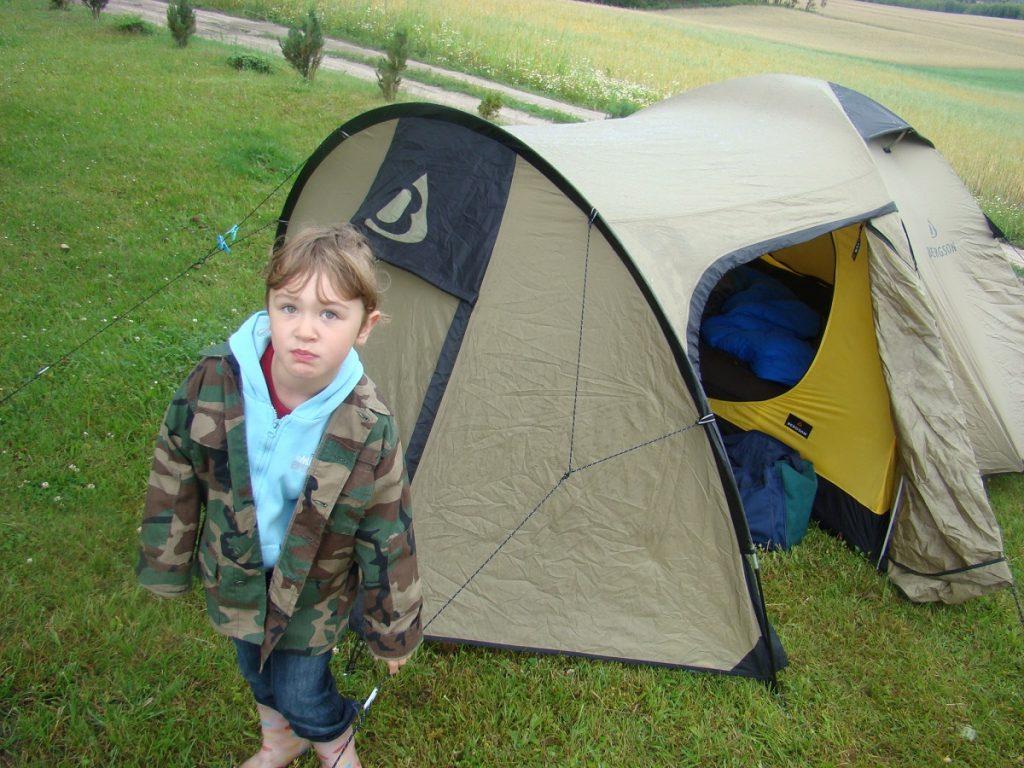 Kaszuby z dzieckiem. Spanie pod namiotem