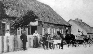 Ulica Starowiejska - zanim wyburzono wiejskie domy i postawiono kamienice.