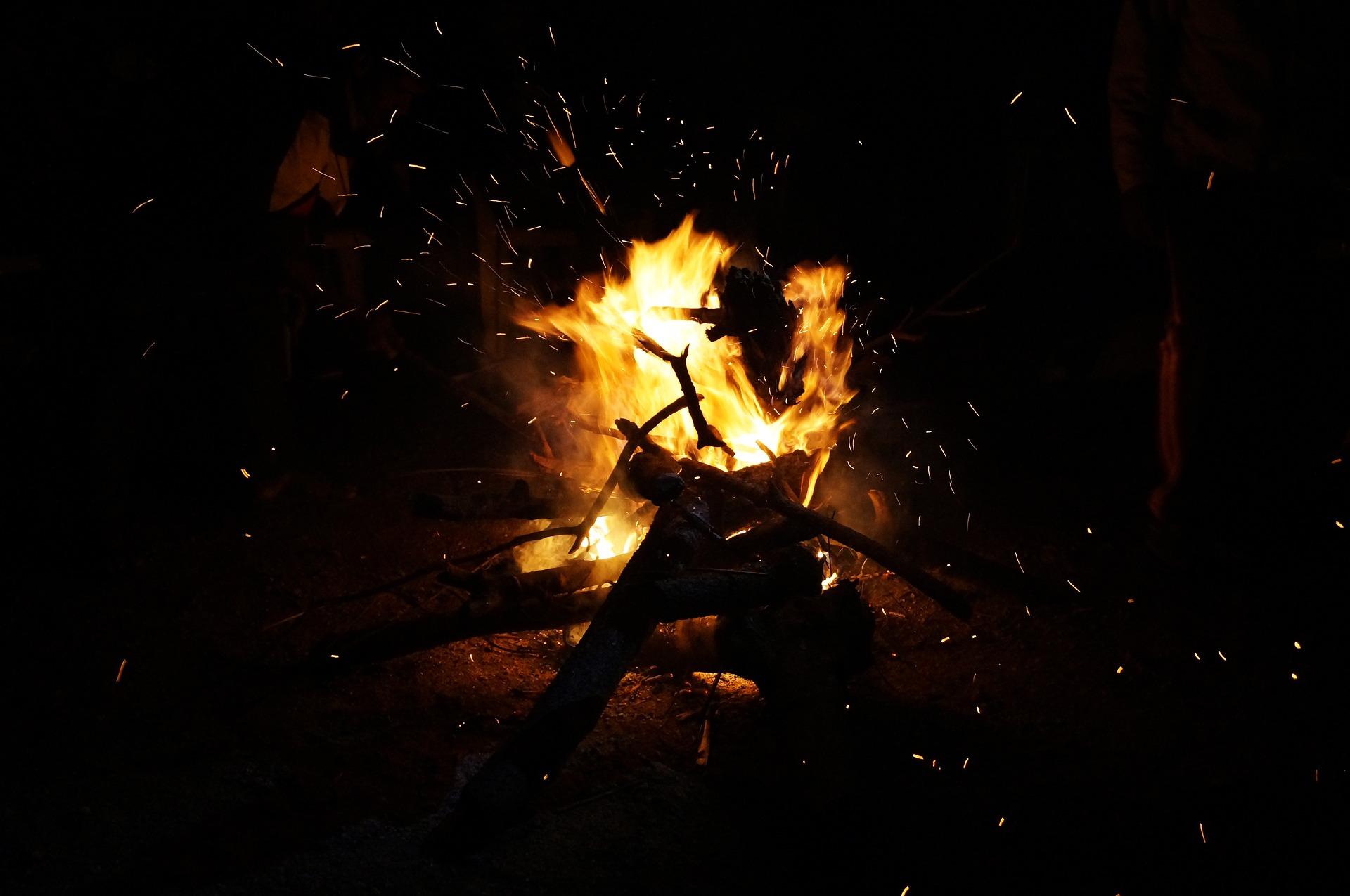 campfire-1211654_1920