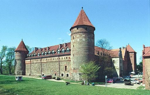 Bytów. Zamek krzyżacki, Muzeum Zachodniokaszubskie, hotel