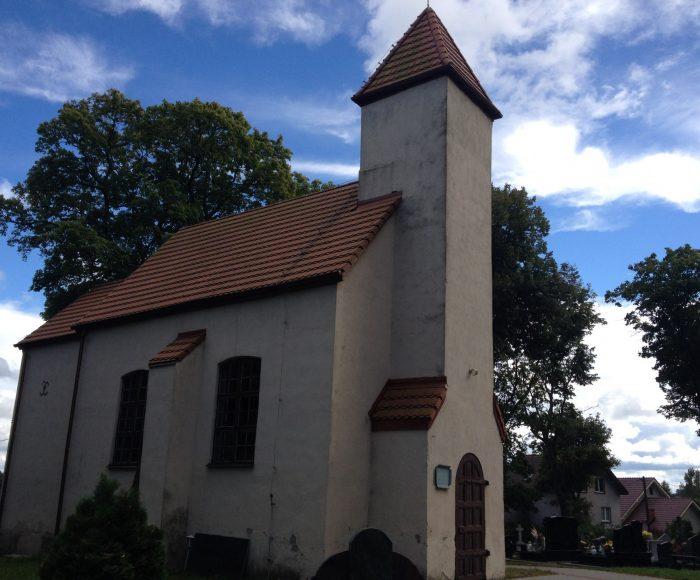 Żukowo. Kaplica św. Jana Nepomucena i barokowy ołtarz z XVIII wieku