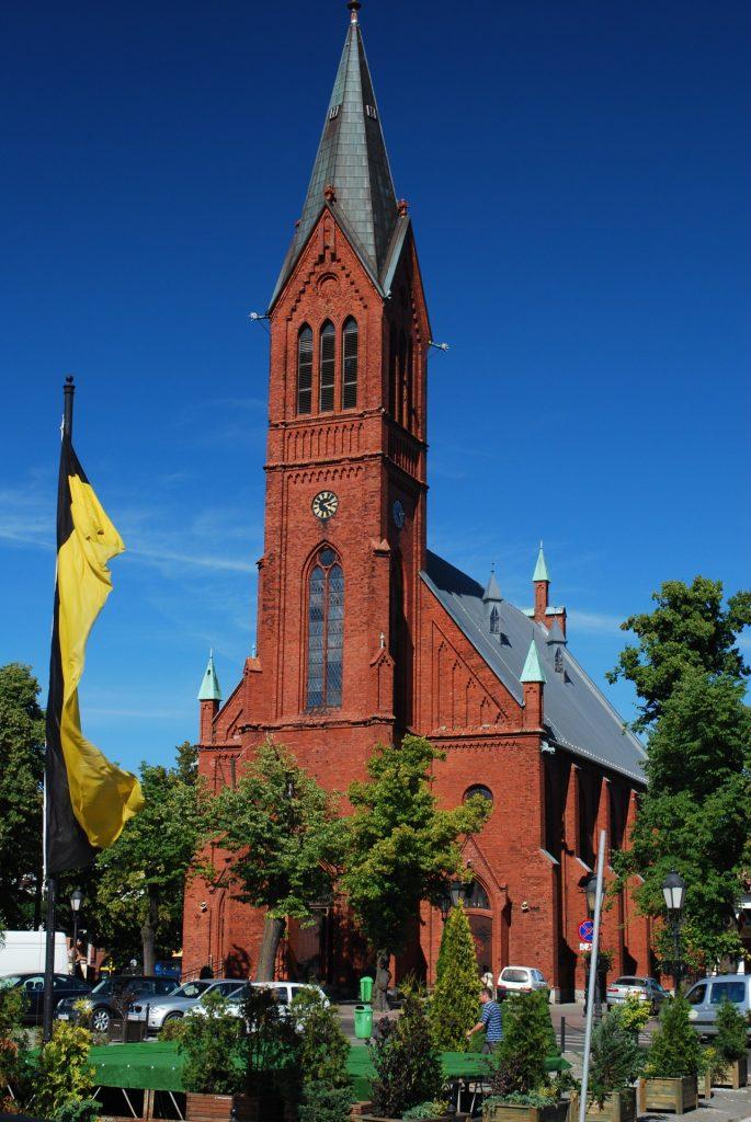 Kościół św. Kazimierza w Kartuzach Źródło: Wikimedia.org Autor: Polimerek