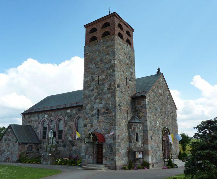 Niezabyszewo. Kamienny kościół z XIX wieku 1