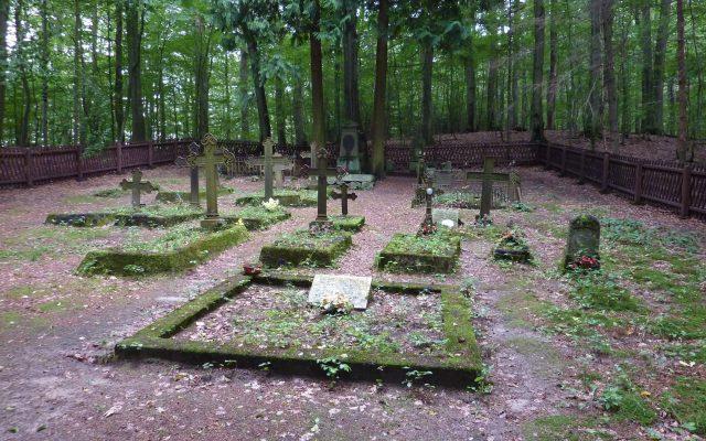 Pyszno. Cmentarz Leśników na Bukowej Górze. Historia o sile przyjaźni