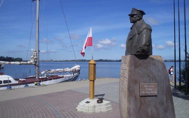 """Puck, Pomnik """"Zaślubiny Polski z morzem"""""""