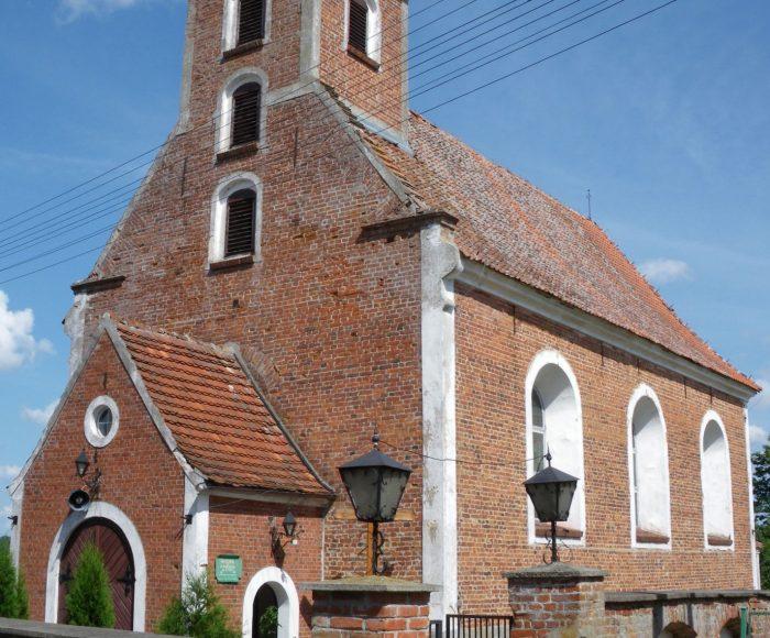 Stare Polaszki. Barokowy kościół pw. św. Mikołaja z rokokową amboną i chrzcielnicą w kształcie wazy