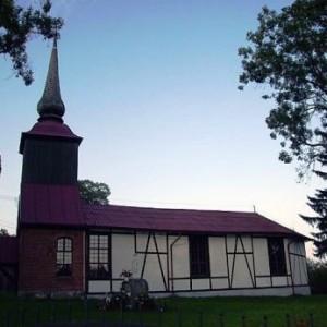 Świerzno. Szlifiernia bursztynu Erwina Witrambowskiego i zabytkowy kościół