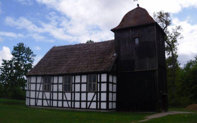 Jasień. Drewniano-szachulcowy kościół pod wezwaniem Bożego Ciała, z  XVII wieku 1