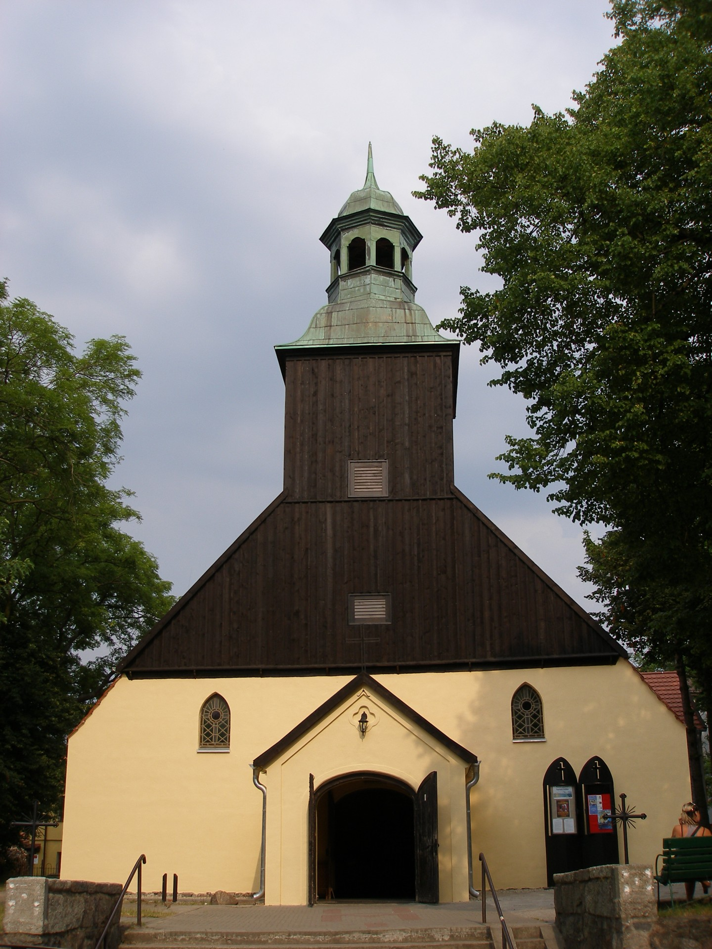 Fot.: Łeba, kościół pw. Wniebowzięcia NMP, źródło: Wikipedia, autor: GringoPL