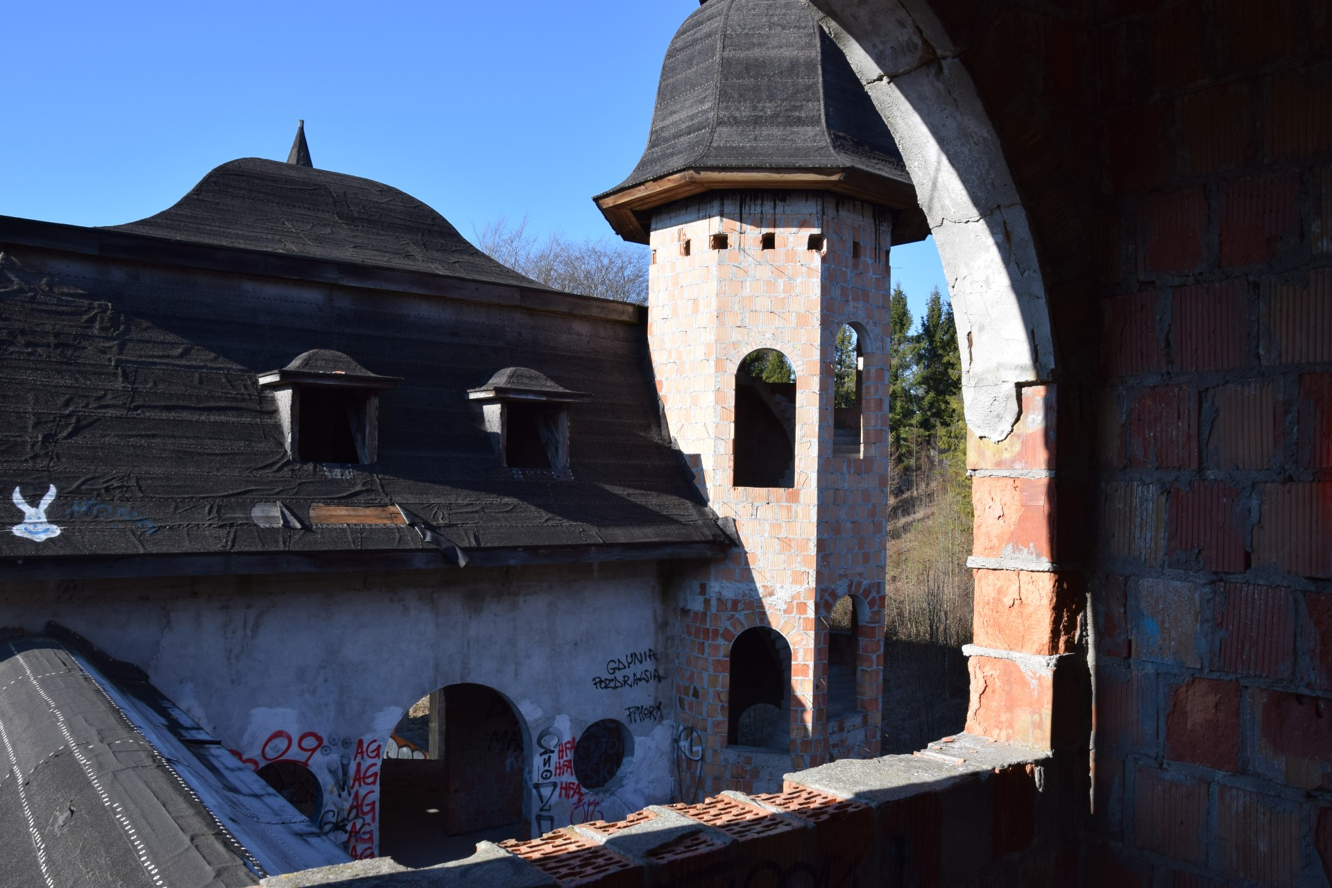 Łapalice. Zamek niedokończony 7