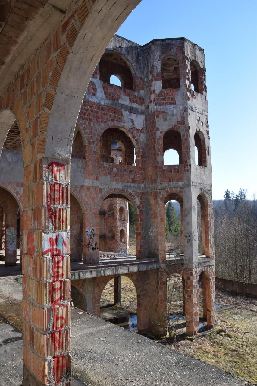 Łapalice. Zamek niedokończony 6