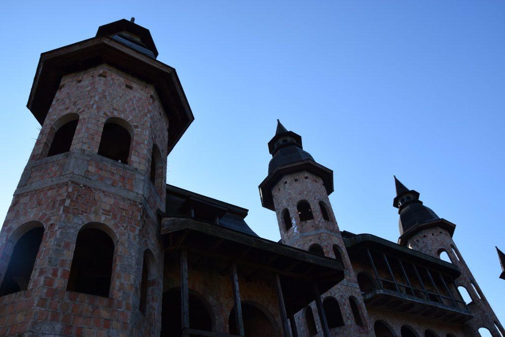 Łapalice. Zamek niedokończony 4
