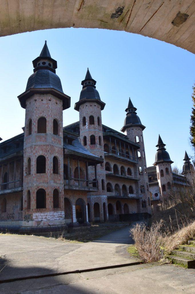 Łapalice. Zamek niedokończony 3