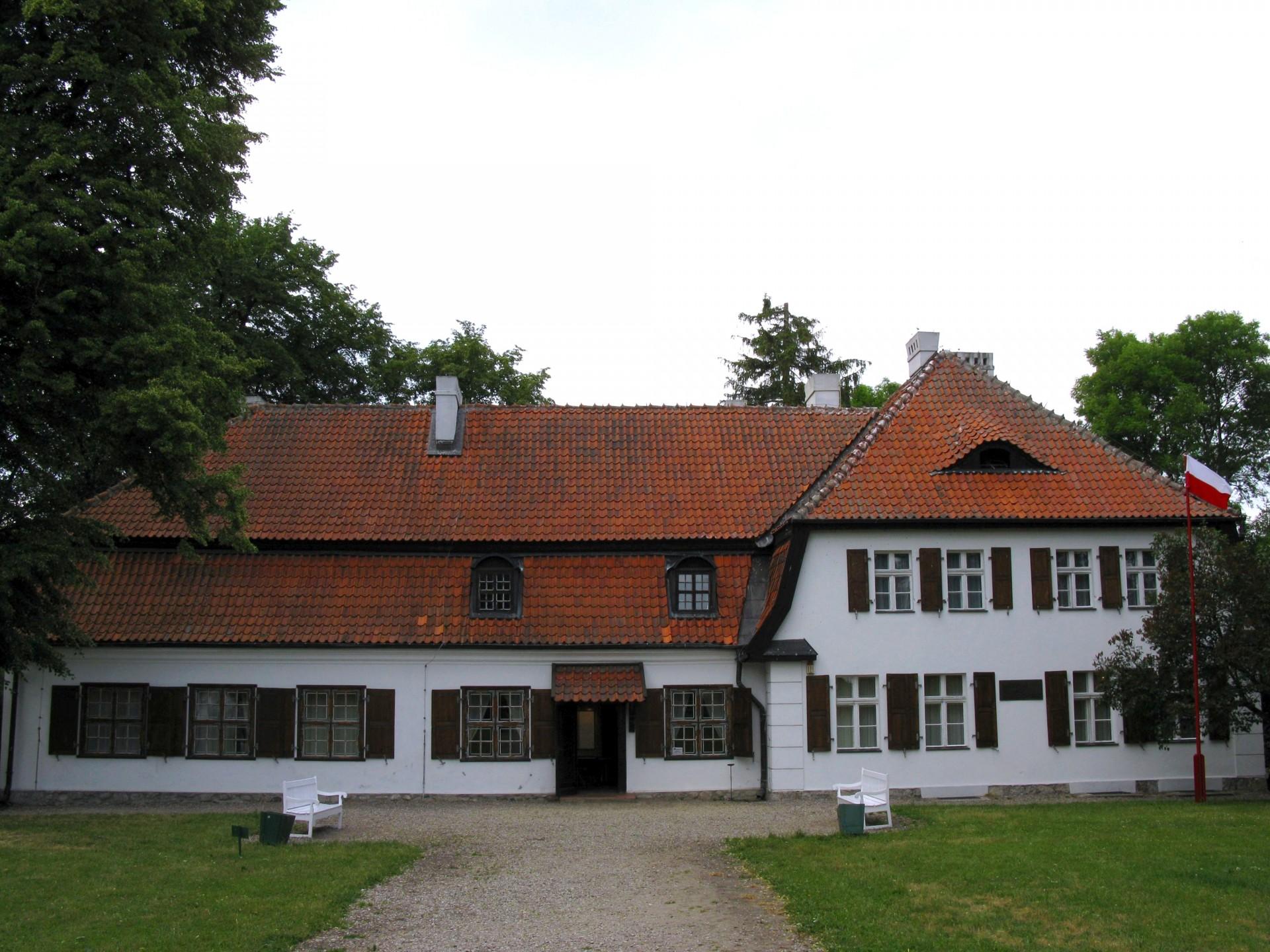 Będomin. Dworek Wybickich Źródło: Wikipedia Autor: Maciej Szczepańczyk
