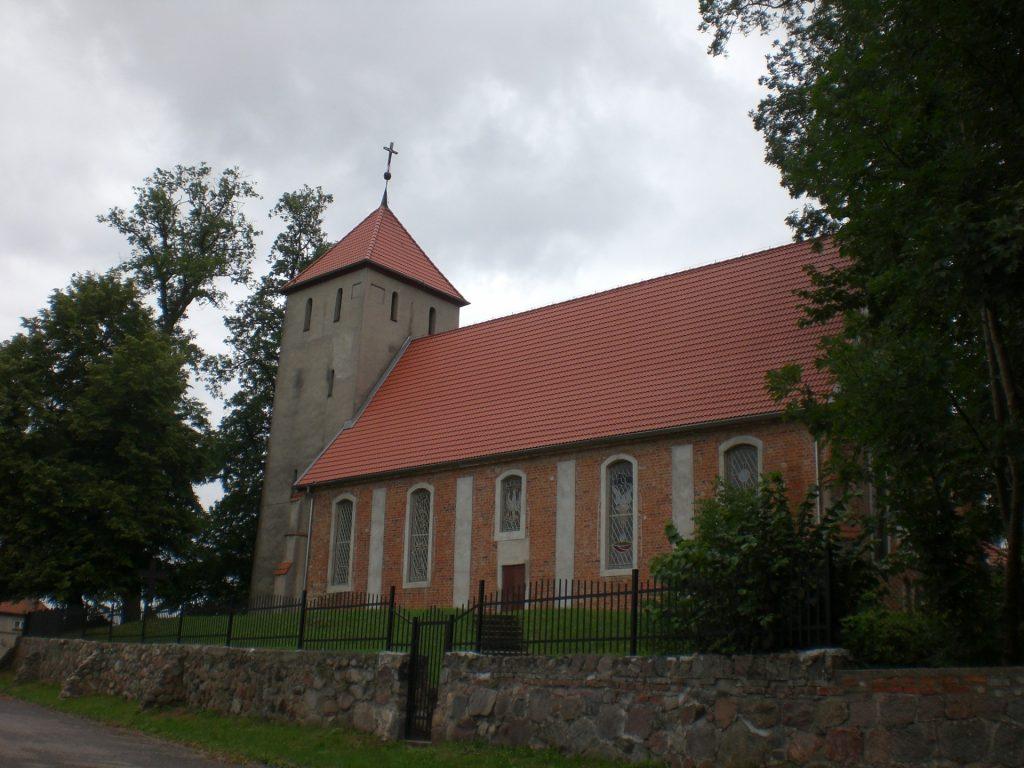 Budowo. Kościół gotycki pw. Najświętszej Marii Panny Królowej Polski Źródło: Wikipedia Autor: Gdaniec