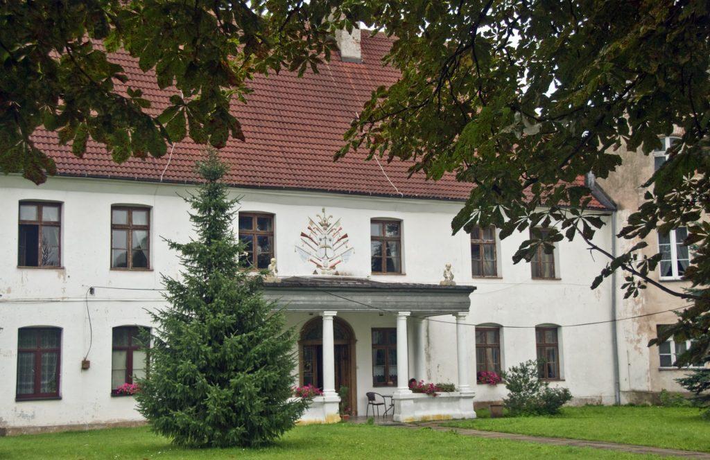 Fot.: Charbrowo, Pałac, źródło: Wikipedia, autor: Krzysztof Stadnik