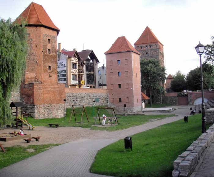 """Chojnice. Muzeum Historyczno - Etnograficzne: baszty """"Kurza Stopa"""", """"Szewska"""" i """"Wronia"""""""