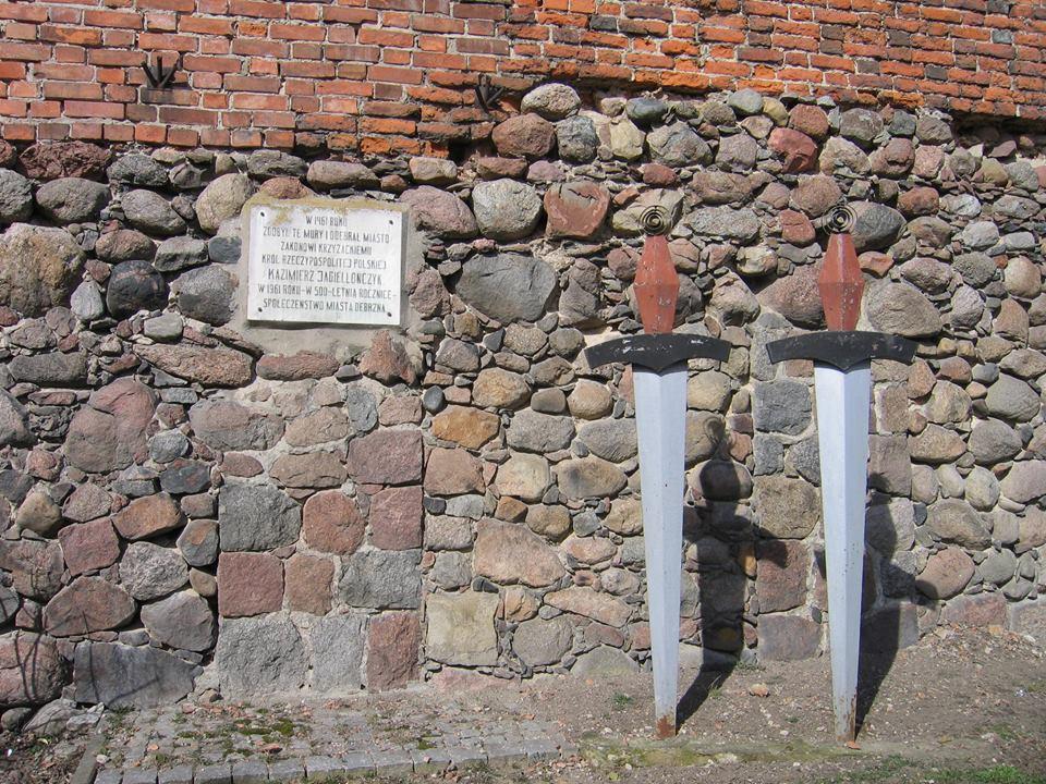Debrzno. Baszta Czarownic i mury obronne z czasów krzyżackich 2