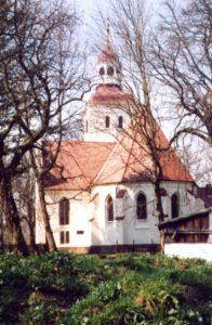 Kościół pw. Matki Boskiej Częstochowskiej w Duninowie Źródło: Wikipedia Autor: Maria Golinowski