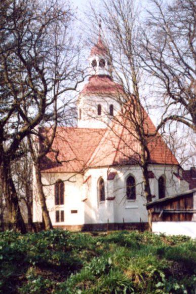 Duninowo. Kościół gotycki pw. Matki Boskiej Częstochowskiej. Wspaniałe witraże