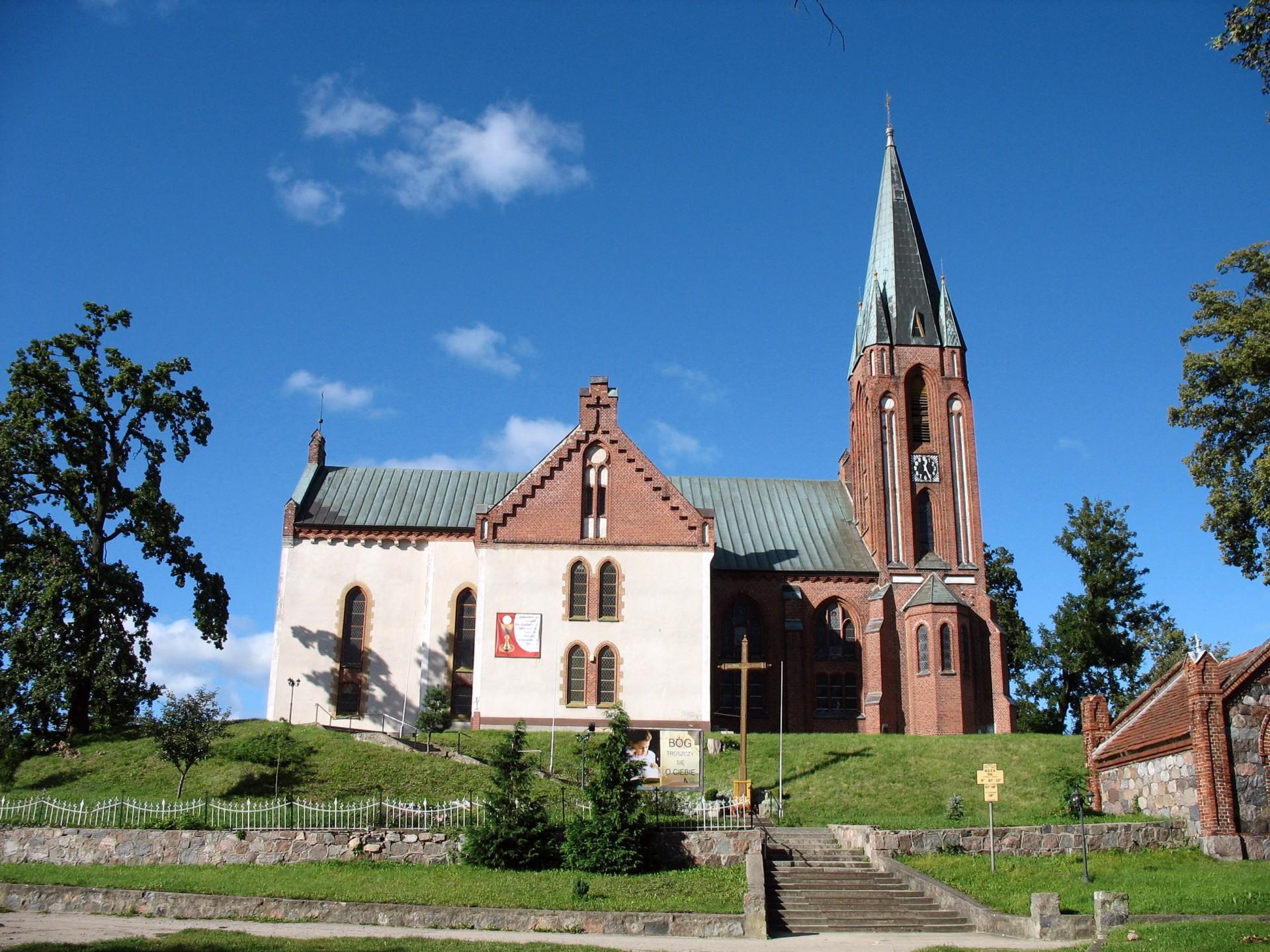 Główczyce. Kościół św. Piotra i Pawła Źródło: Wikipedia.org Autor: Tomasz Górny (Nemo5576)