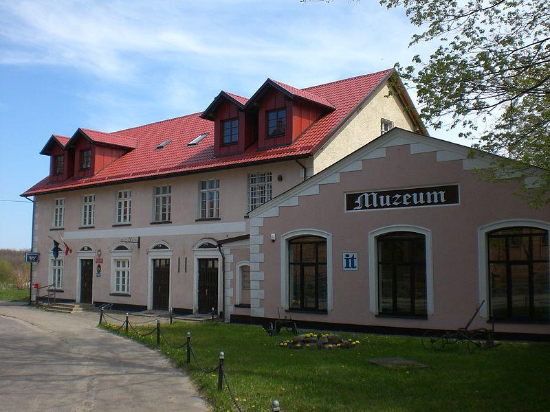 Fot.: Krokowa, Muzeum regionalne, źródło: Wikimedia, autor: Gdaniec