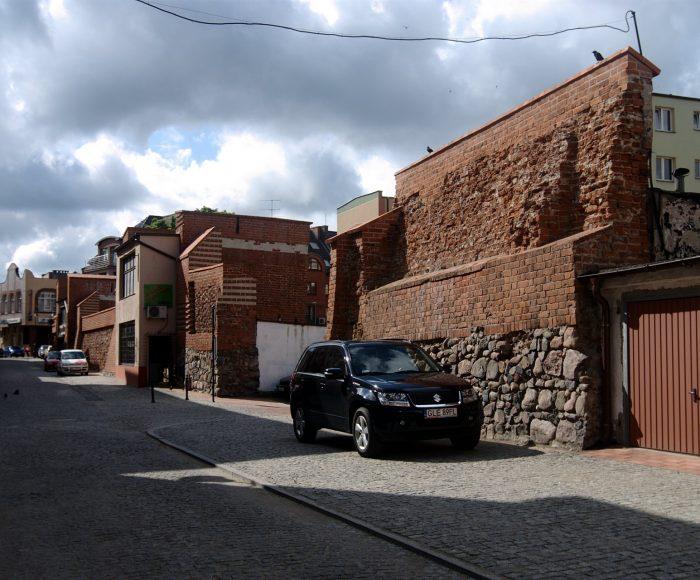 Lębork, Mury obronne. Historia zaklęta w ścianie z czerwonej cegły