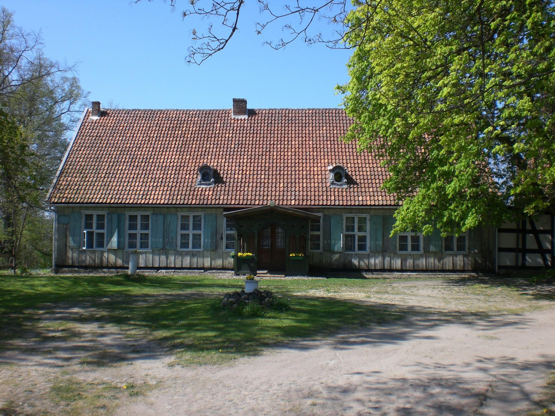 Dworek starościński w Mirachowie Źródło Wikimedia.org Autor: Gdaniec Licencja: CC BY-SA 3.0