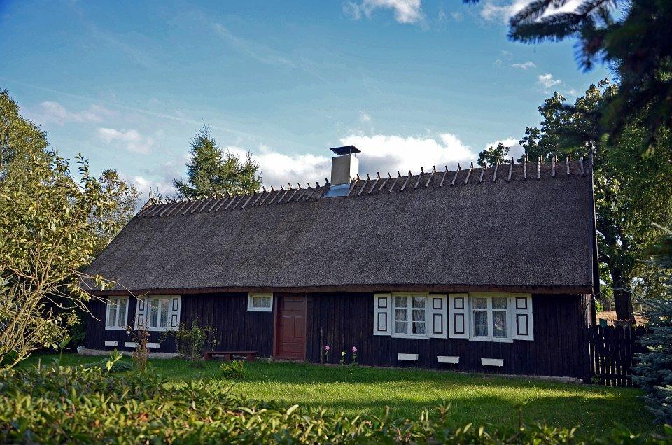 Nierostowo, drewniane budynki z XIX/ XX wieku, źródło: facebook.com