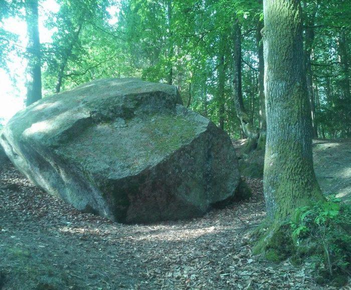 Odargowo, Diabelski kamień – głaz z piekła rodem