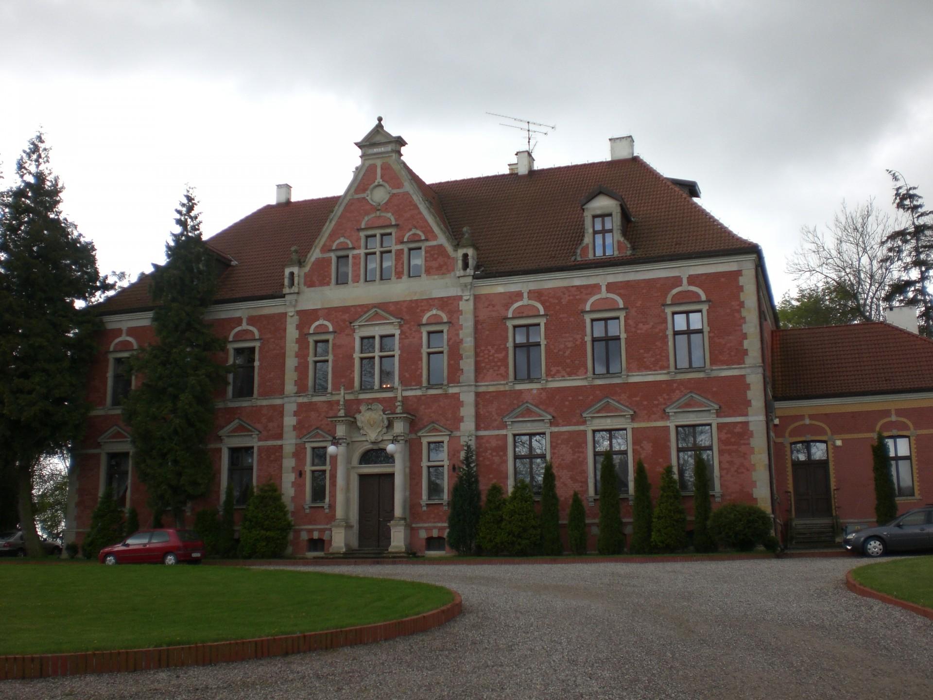 Pałac w Leźnie Źródło: Wikipedia.org Autor: Alfisti gd