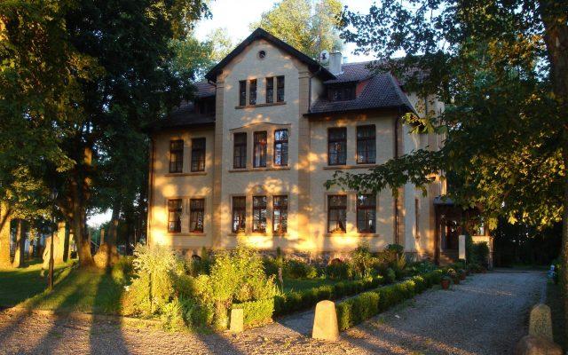 Poraj, Pałac – historia i kultura w jednym