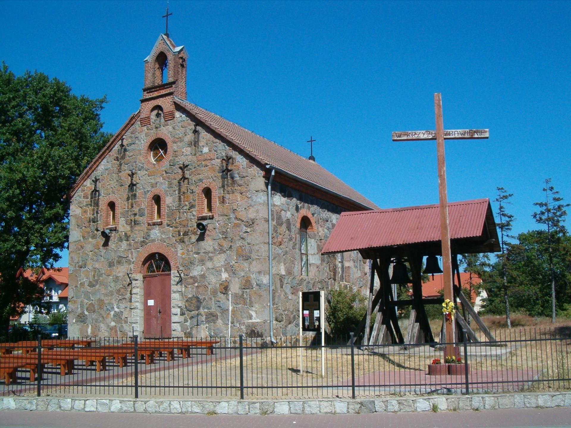 Rowy, kościół Źródło: Wikipedia Autor: Mike p