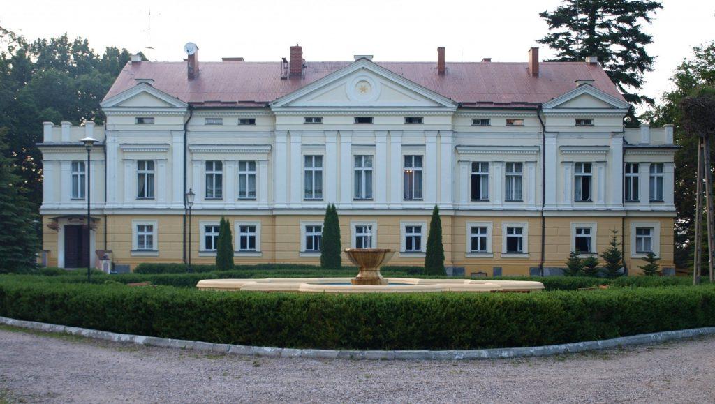Fot.: Sasino, zespół pałacowo-parkowy, źródło: Wikipedia, autor: ShaunTheSheep