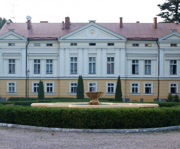 Sasino, Zespół pałacowo-parkowy. Wypoczynek rodem z XIX wieku