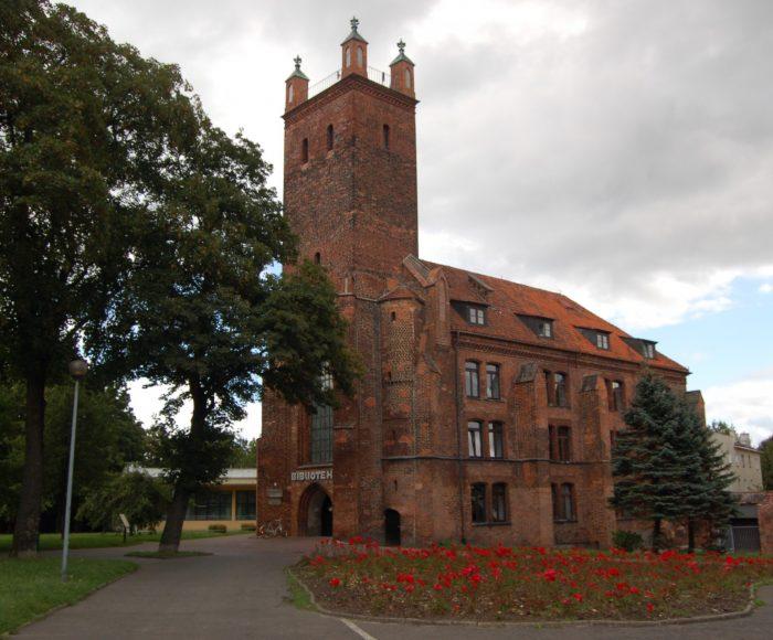 """Słupsk. Dawny kościół klasztorny sióstr norbertanek pw. św. Mikołaja i jego skomplikowany """"życiorys"""""""