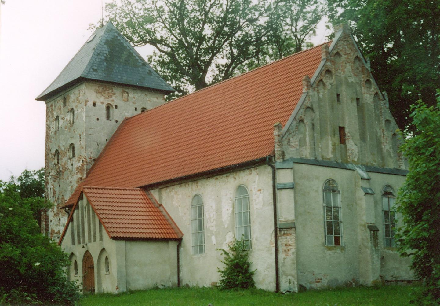 Zębowo. Kościół Matki Boskiej Wspomożenia Wiernych Źródło: Wikipedia.org Autor: Maria Golinski