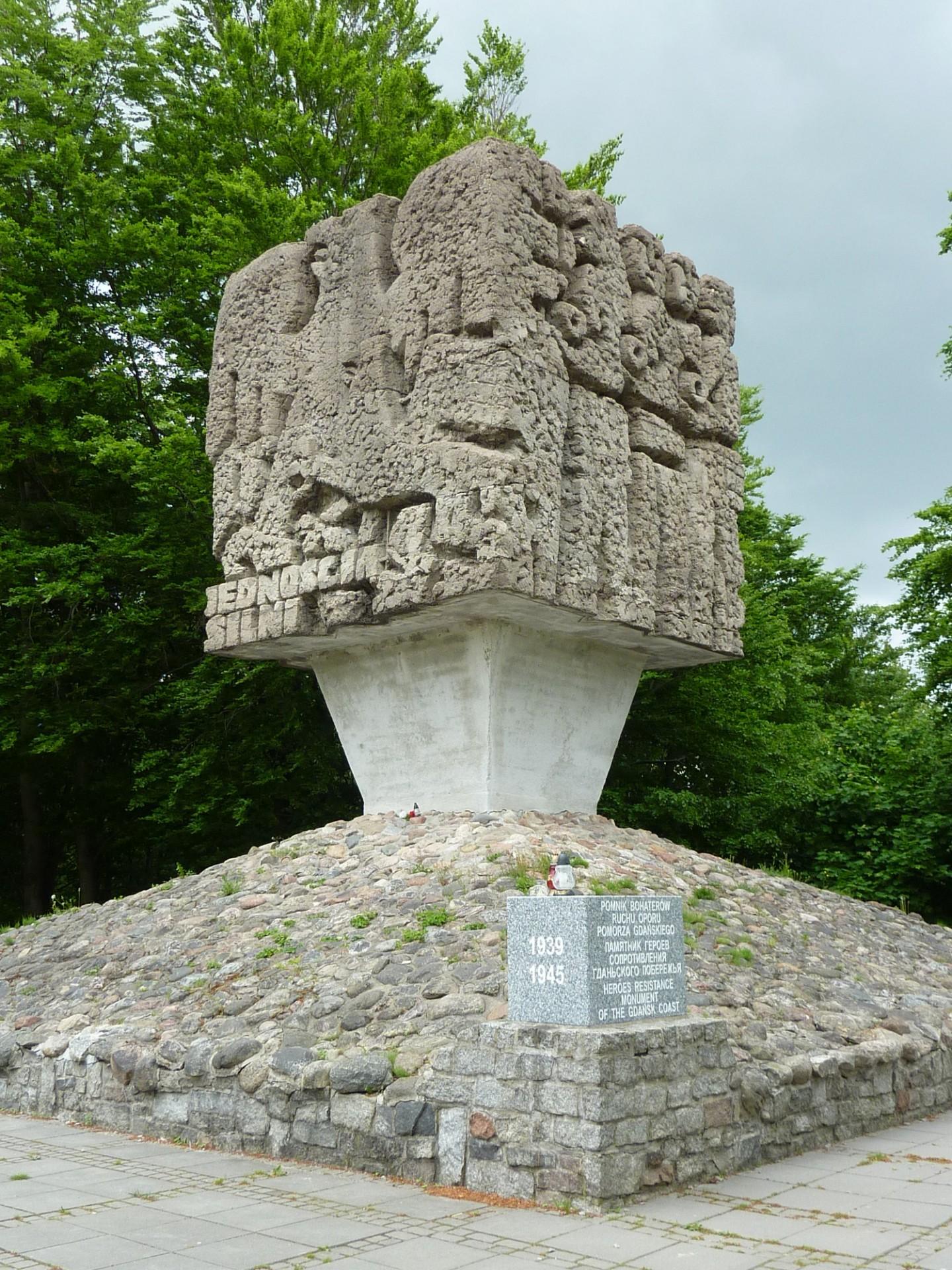 Złota Góra na Kaszubach, Pomnik Bohaterów Ruchu Oporu Pomorza Gdańskiego Źródło: Wikipedia Autor: Przemysław Jahr