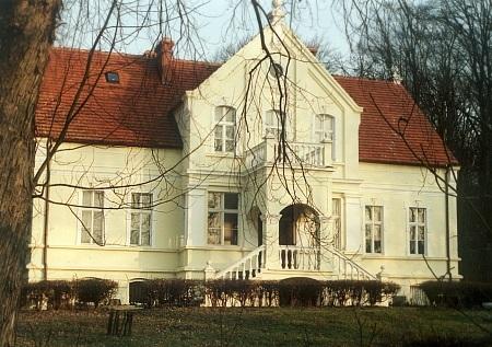 Czartołomie. XVIII- wieczny dwór, malownicze miejsce wypoczynku 2