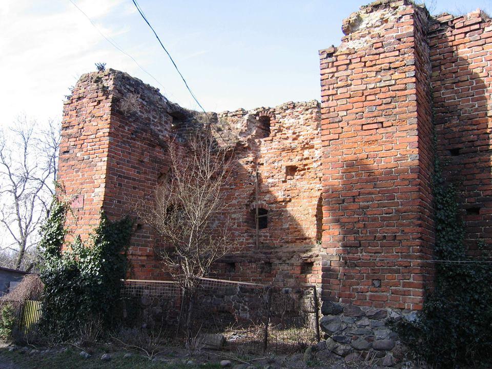 Debrzno. Baszta Czarownic i mury obronne z czasów krzyżackich