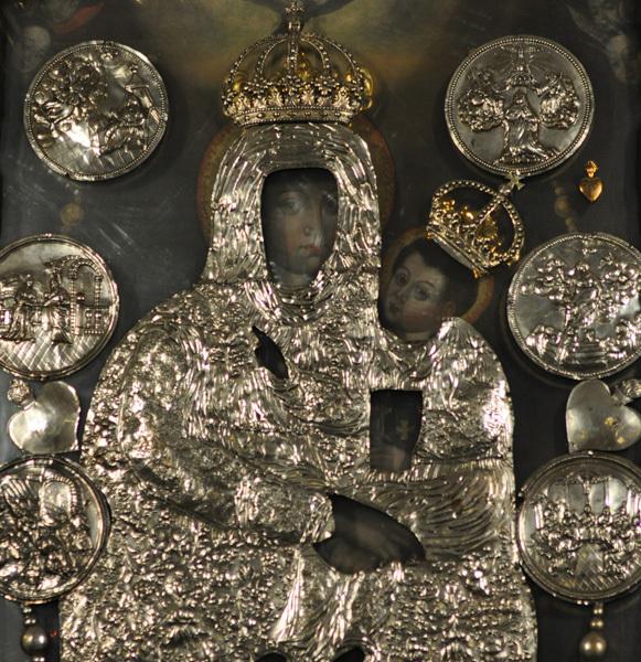 Ołtarz Matki Bożej Królowej Rodzin. Źródło: www.sanktuarium.pl