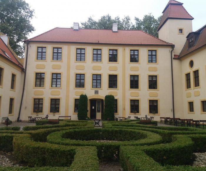 Krokowa, XIV- wieczny zamek z pięknym parkiem