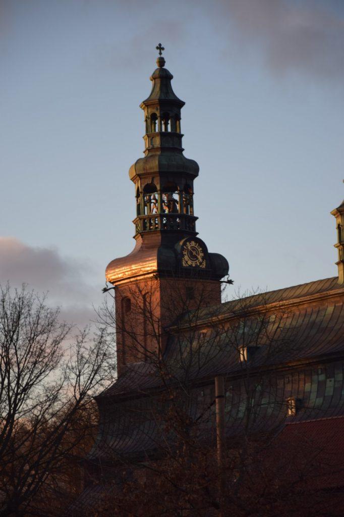 Kolegiata Kartuzy. Dach w kształcie trumny 4