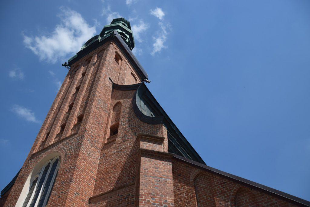 Kolegiata w Kartuzach. Dach w kształcie trumny