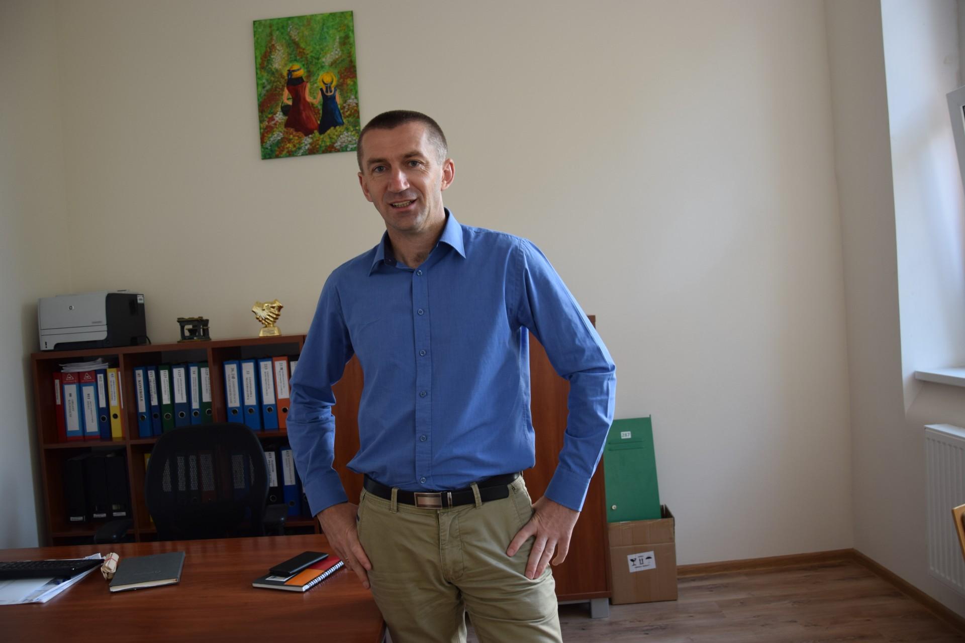 Dariusz Zelewski, dyrektor Szkoły Podstawowej nr 1 im. Świętego Kazimierza w Kartuzach. Fot. Tomasz Słomczyński