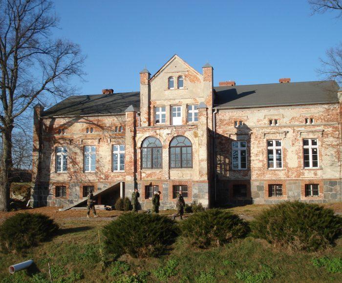 Zamek Kiszewski. Ruiny zamku krzyżackiego w dobrych rękach miłośników sztuki