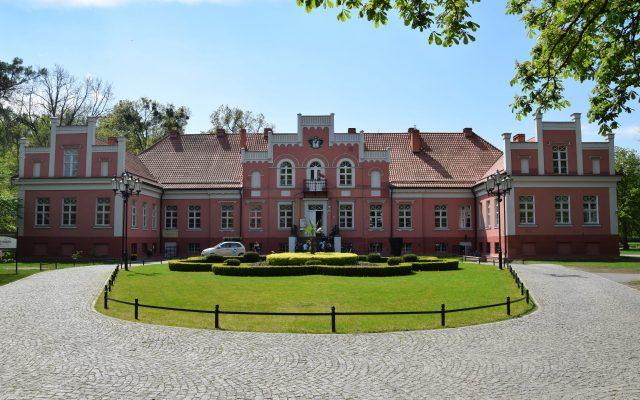 Wejherowo, Pałac Przebendowskich i Keyserlingków. Tajemnicze mury w pięknym parku