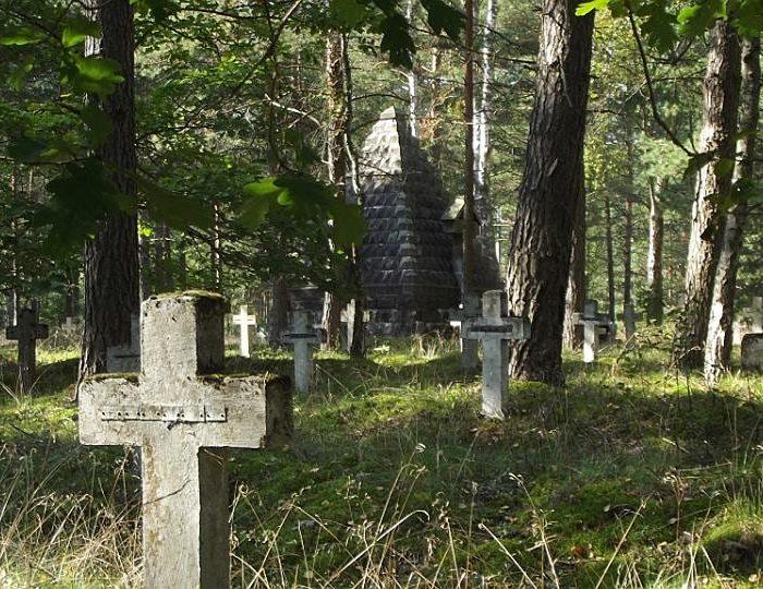 Chojnice i okolice. Cmentarz wojenny w Łukowie