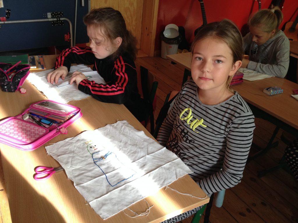 Szkoła w Starej Hucie. Przygotowania do konkursu Kaszubskie Madonny. Fot. Lucyna Szomburg/Magazyn Kaszuby
