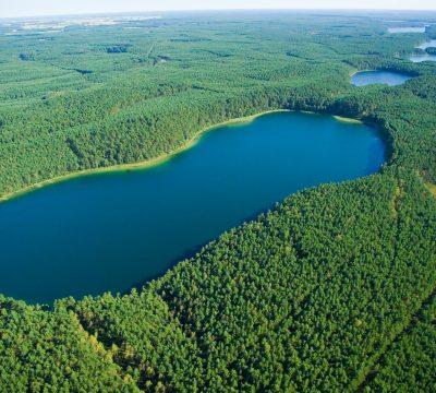 Jeziora rynnowe w Zaborskim Parku Krajobrazowym. Na pierwszym planie jez. Zmarłe. Fot. Styl Beata Chojeta